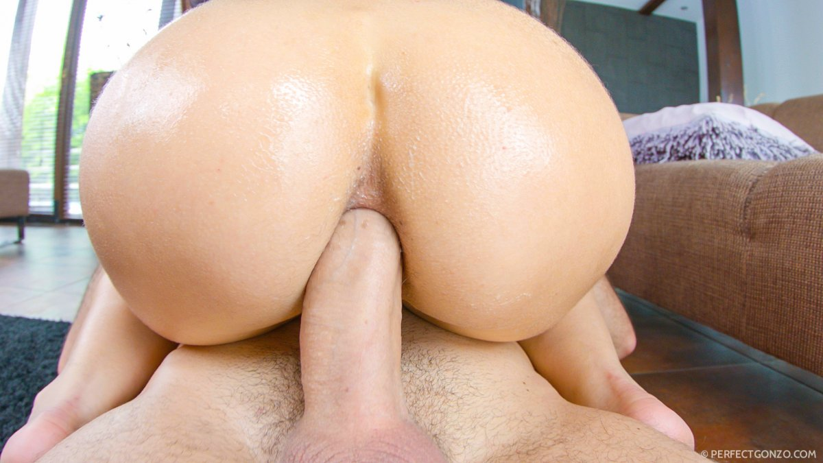 Bubble butt anal queen
