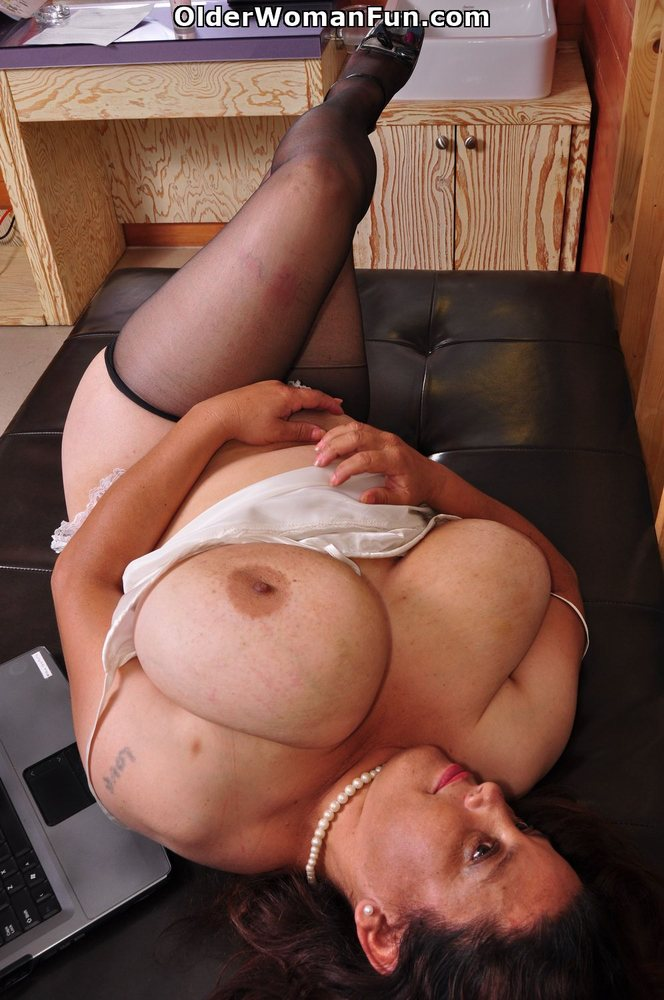 Latina milfs rosaly and brenda need to get off 10