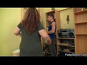 Тела садиться на шпагат и ее трахают в попу видео