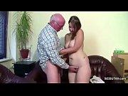 Vovô torando a neta
