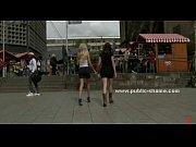 Девушка снимает как парень лижет