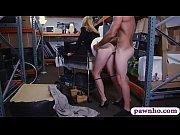 Страстные любовники занимаются жарким сексом и трахают свою зрелую подругу во все щелки