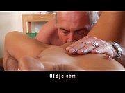 Секс видео маладая девучку транут старик