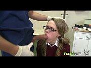 Сделала клиенту массаж члена своим ртом, активно поработала руками и высосала всю его сперму
