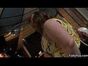 женщины в возрасте засунула вибратор в пизду