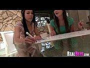 Девушки показывают свою письку