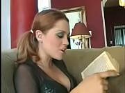Девушка мастурбирует аж матом от кайфа ругается вебкамера