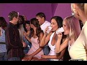 Порно видео два негра с большими членами трахают блондинку