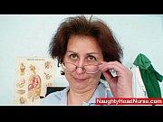 Видео мама достала вибратор и дала дочери