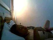 Выебла себя в жопу вибратором на кровати