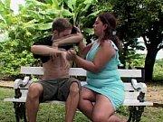 Порно ролики зрелая женщина дрочит парню