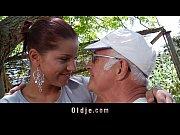 Зрелые дают в попку видео