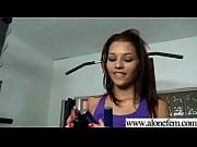 Девушка в колготках демонстрирует себя на видео