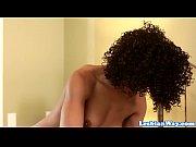 Две сняли раба-лизуна видео
