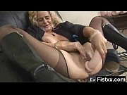 Блондиночку в попу на кровати