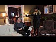 Порно видео мужики трахают резиновую куклу