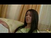 Девка показывает свою пизду на веб камеру
