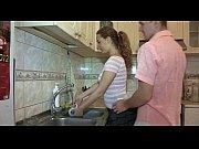 Видео блондиночка сиськи