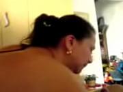 Смотреть онлайн трахает на кухне маладую