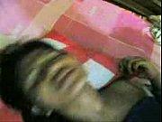 Жена смотрит как муж дрочит свой член в презервативе показать видео