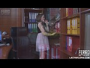 Девушки стоящие раком в обтягивающих коротких юбках