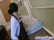 Молодую русскую телку трахнули в жопу в туалете