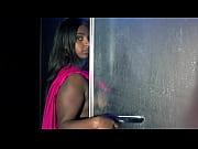 Порно отодвинул трусики поводя членом по киске