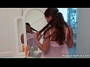 Эротическое видео мать моет пол