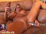 Сексуальная теща с большой грудью соблазняет своего зятя вместе с дочкой