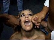 Подглядывание заголой женщиной