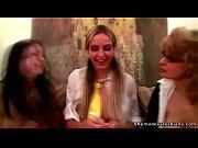 Секси мамочка в трусиках видео