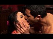 Чика ебется с мужиком и принимает камшот в рот