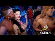 Порно видео как из девушек вытекает белая жидкость
