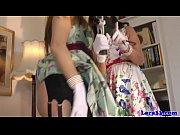 Две девушки один парень одна смотрит и мастурбирует