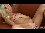 Красивая блондинка аня мастурбирует