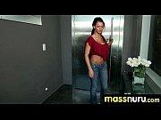 Секс видео парень трахает рукой девушку