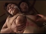 Мужчина соблазняет медсестру и ласкает её аппетитную писичку