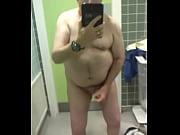 Длинноногая домохозяйка мастурбирует на унитазе фото 608-903