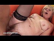 Зрелые дамы ретро в чулках мастурбируют