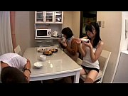 Видео нарезка как женщины кочают в душе