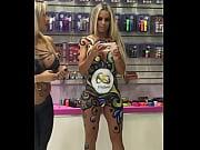 Лесбиянки вылизывают волосатую пизду
