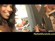 Видео превосходный минет от брюнетки