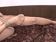 Порно в короткой юбке раздвинула ноги