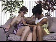 Сестра в трусеках перед младшим братом секс видео
