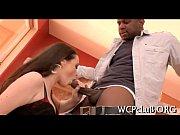 Смотреть ролик как парень лижет языком киску