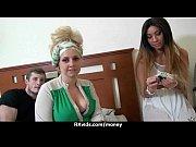 Порно русское госпожа заставляет лизать своего раба а сама сосет у другого