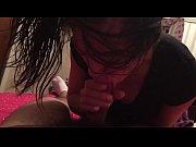 Голая Вида Гуэрра показывает свою большую грудь, только соски она прикрыла своими руками