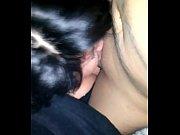 Секс видео подруга потихоньку снимала с себя бильё пока друг её фотал