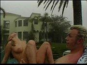 Просматривая эротическое видео, страстной мастурбацией занималась шоколадка