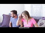 Порно видео дочь привела папе подруг